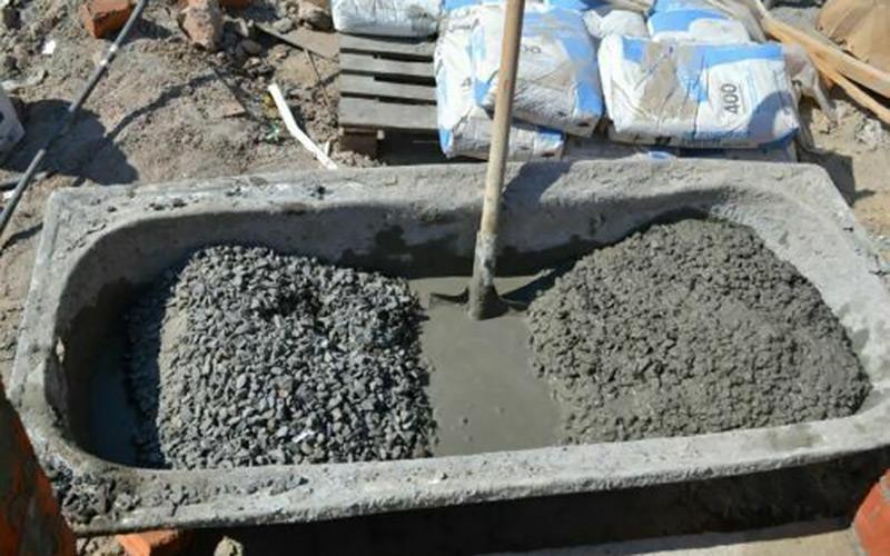 бетон в лопатах